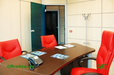 OfficeNow, temporary offices Italy, business center Italy, Malpensa, Milan, Varese. Offices are furnished with desk, executive chair, 2 visitor chairs, chest of drawers, office door cabinets for your archive.