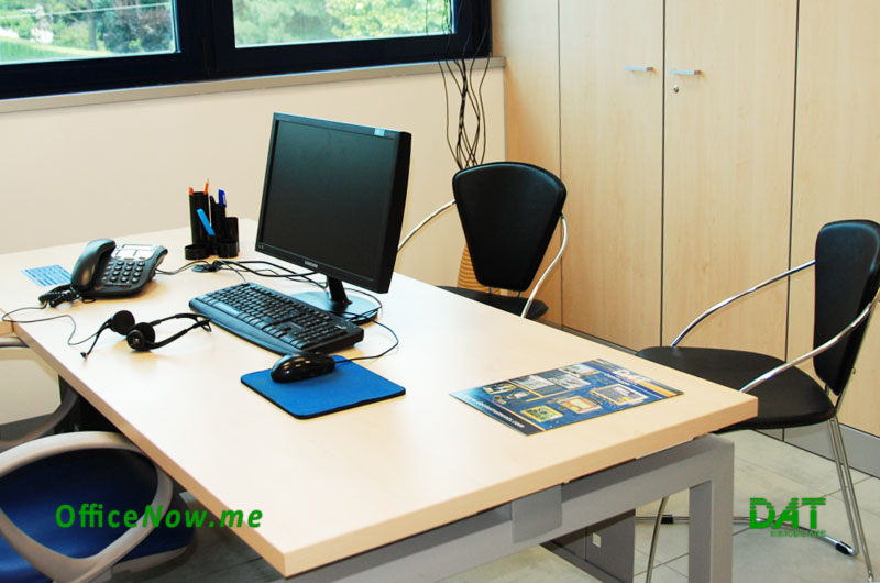 OfficeNow, furnished offices Italy, business center Italy, Malpensa, Milan, Varese. Offices are furnished with desk, executive chair, 2 visitor chairs, chest of drawers, office door cabinets for your archive.