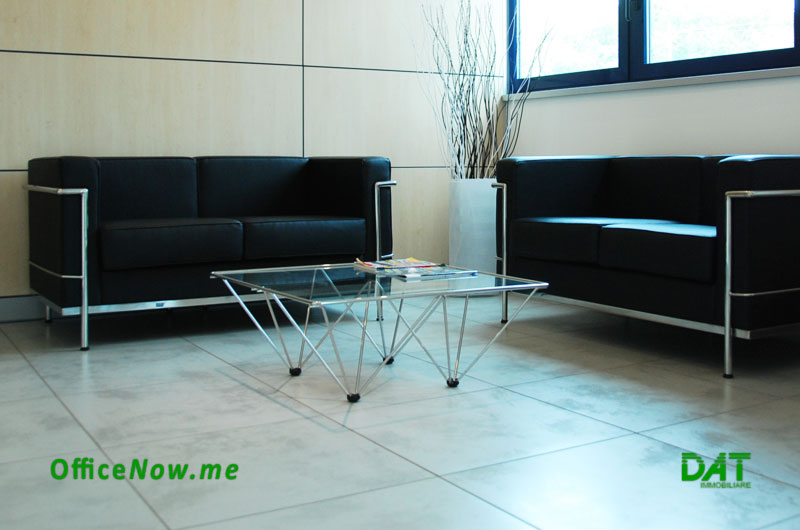 OfficeNow, serviced offices Lombardy, instant offices Lombardy. The waiting room, in the reception, is the ideal place to welcome your Customers.